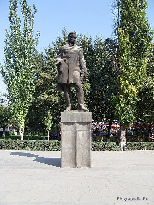 Памятник Грибоедову в Ереване